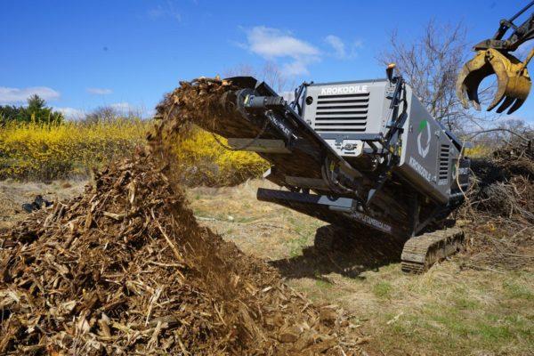Broyeur bois, béton et agrégats mobile KOMPLET KROKODILE - Application broyage et recyclage de branches et pieds de vigne pour en faire du paillis