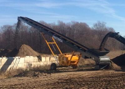 Convoyeur de stockage radial, transport et acheminement matériaux déchets de carrière, agrégats, sable, charbon, compost, terre, bois, convoyeur de stockage mobile sur roues ANACONDA ST60