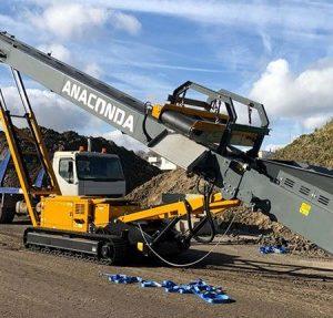 Convoyeur de stockage, transport et acheminement matériaux déchets de carrière, agrégats, sable, charbon, compost, terre, bois, convoyeur de stockage radial hydraulique mobile sur chenilles ANACONDA TR60