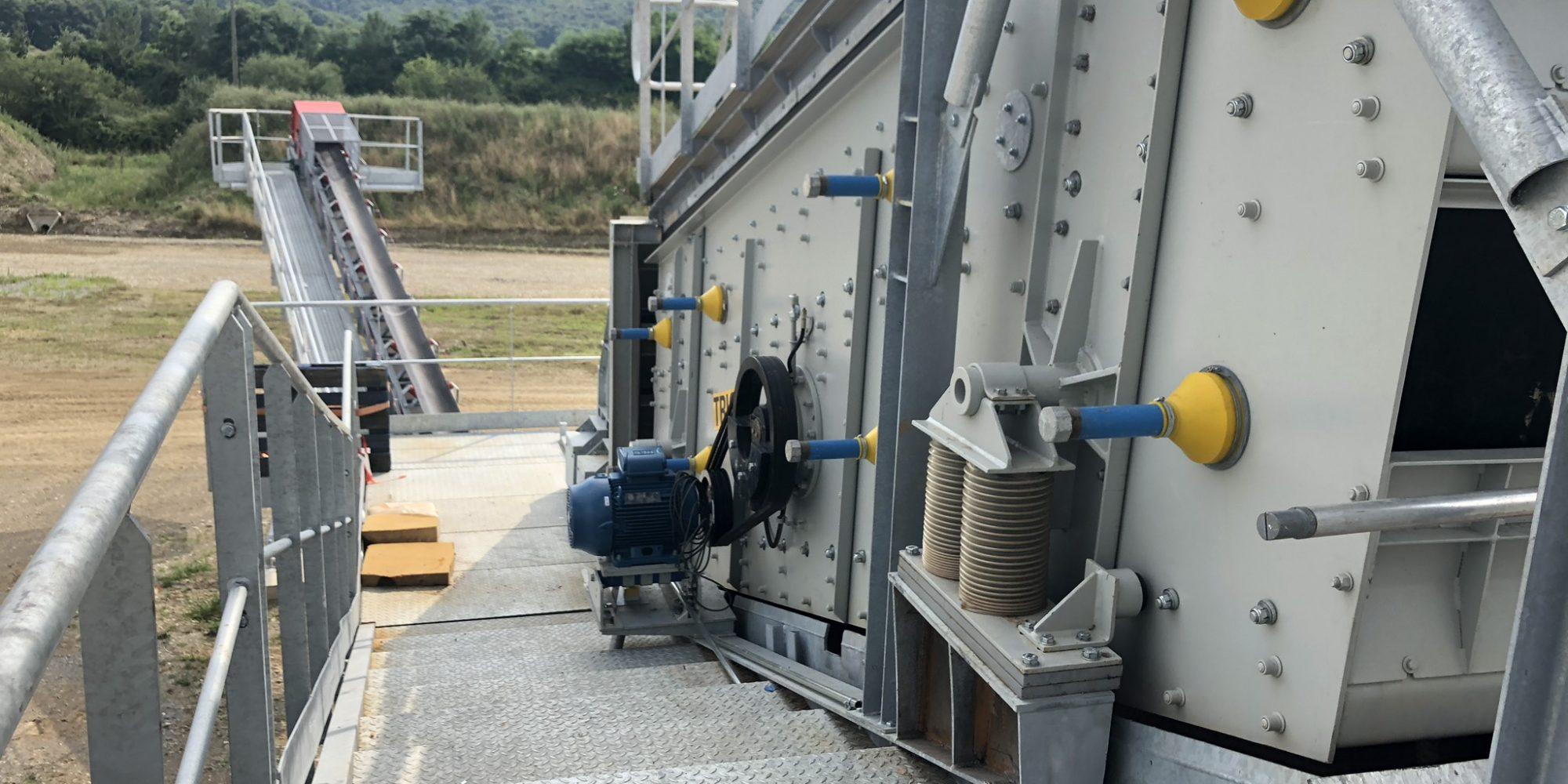 Bureau d'études pour la production sur-mesure d'installations fixes de concassage et criblage